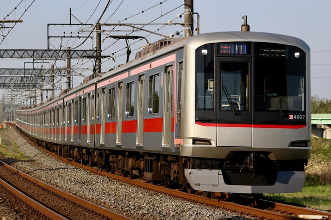 元住吉検車区5050系4107Fを東松山~高坂間で撮影した写真