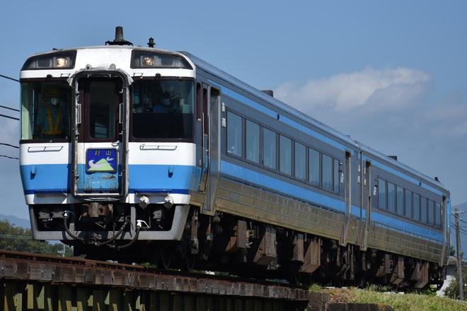 高松運転所キハ185系キハ185-13を牛島~下浦間で撮影した写真