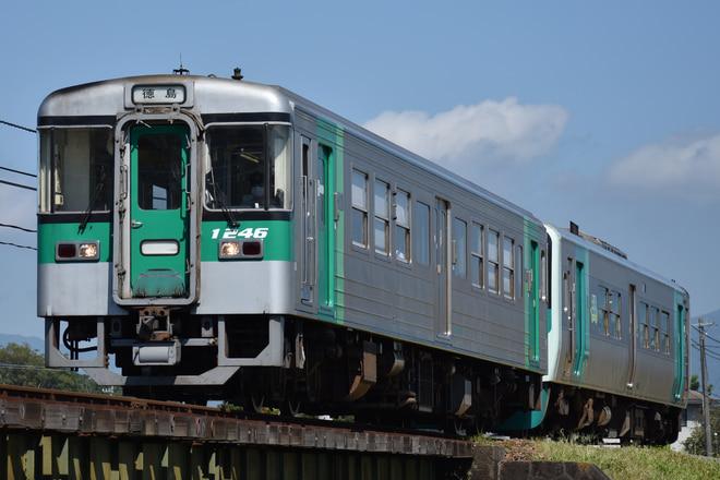 徳島運転所1200形1246を牛島~下浦間で撮影した写真