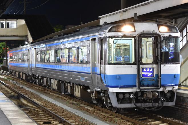 高松運転所キハ18513を徳島駅で撮影した写真
