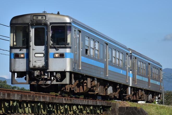 徳島運転所1000形1007を牛島~下浦間で撮影した写真