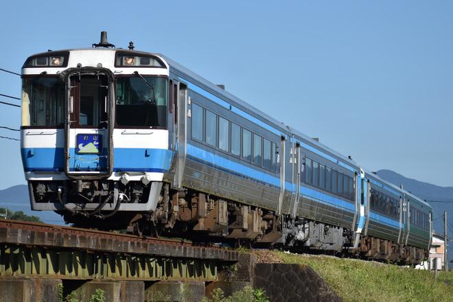 高松運転所キハ185系9を牛島~下浦間で撮影した写真