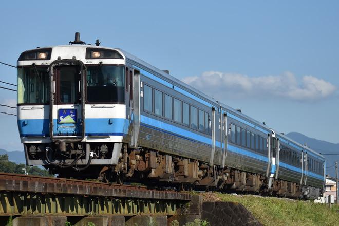 高松運転所キハ185系23を牛島~下浦間で撮影した写真