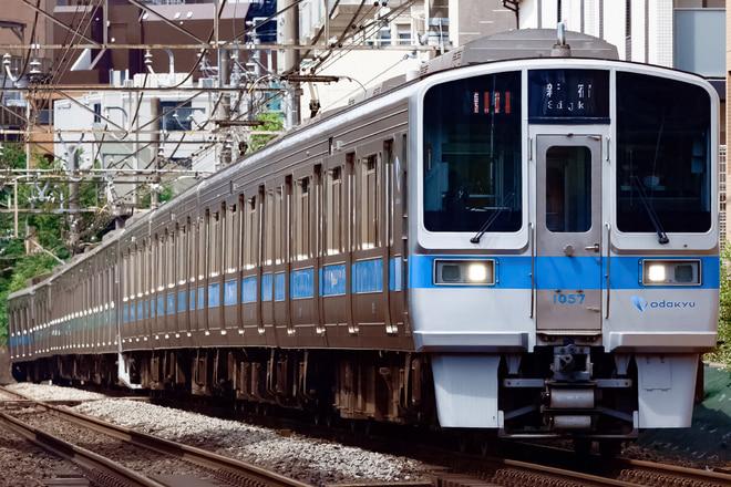 1000形1057Fを参宮橋~南新宿間で撮影した写真