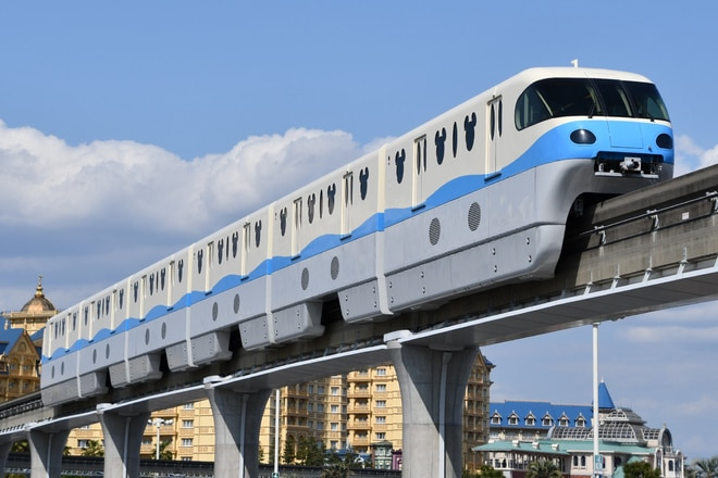 10形第1編成を東京ディズニーランド・ステーション~ベイサイド・ステーション間で撮影した写真