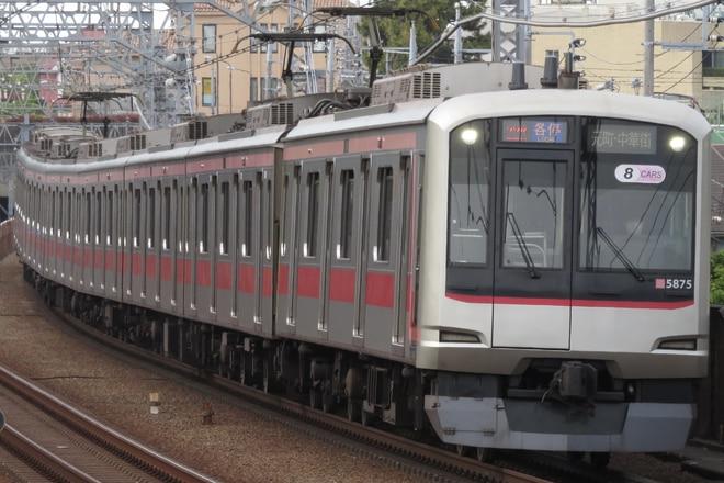 元住吉検車区5050系5175Fを多摩川駅で撮影した写真