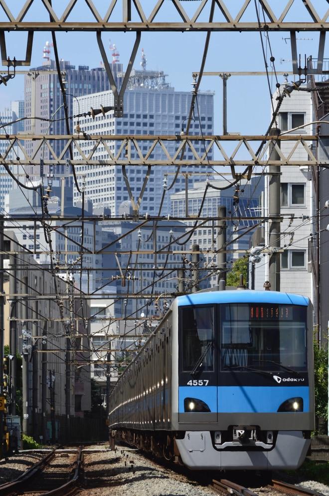 4000形4057Fを参宮橋~代々木八幡間で撮影した写真