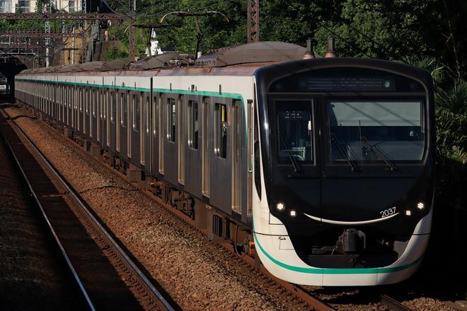 長津田検車区2020系2137Fを田奈駅で撮影した写真