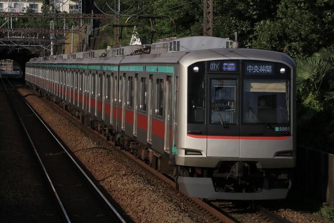 長津田検車区5000系5101Fを田奈駅で撮影した写真